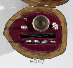 ARGENT Ancien nécessaire de couture miniature Noix Ciseaux walnut sewing case