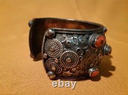 Ancien Bracelet Tibétain Argent Et Corail