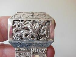 Ancien bracelet Chinois en argent ciselé