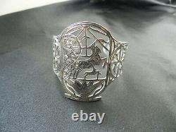 Ancien gros bracelet en argent massif Egyptien décor de Guerrier Char et Cheval