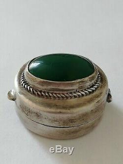 Ancienne boîte à pilules en argent massif et cabochon d'agate verte à identif