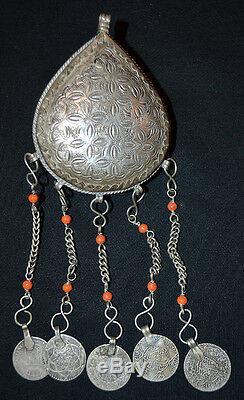 Bijoux Berbere ancien Pendentif argent massif et coraux