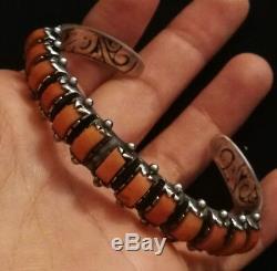 Bracelet Ancien En Argent Massif Gravé À L'intérieur Et L'extérieur Avec Corail