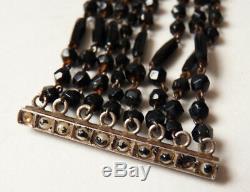Bracelet à 8 rangs de perles de jais Fermoir argent Ancien vers 1920
