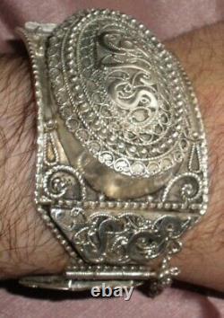 Gros bracelet berbère ancien en argent massif poinçon crabe Afrique du Nord