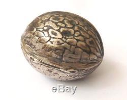 Noix boite argent massif pour dé couture ou tabatière Ancien Walnut