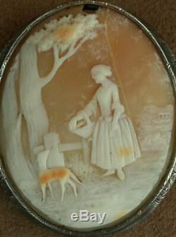 SUPERBE BROCHE CAMÉE COQUILLE ANCIEN FEMME & CHIEN MONTURE EN ARGENT MASSIF XIXe
