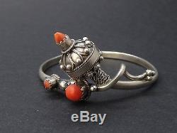 Très beau bracelet ancien en argent massif berbère corail ethnique